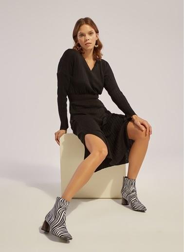 Monamoda V Yaka Beli Lastikli Uzun Kollu Triko Elbise Siyah